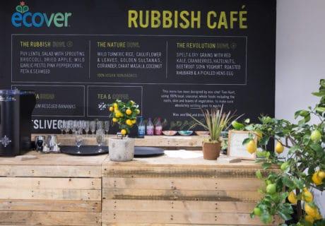 plastik atıklarla ödeme yapılabilen kafe
