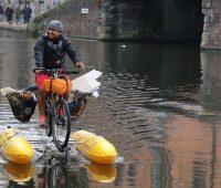 bu adamın bisikletiyle